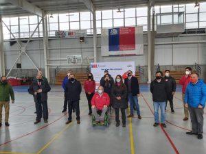 Ministra del Deporte da el vamos a polideportivo de Loncoche.