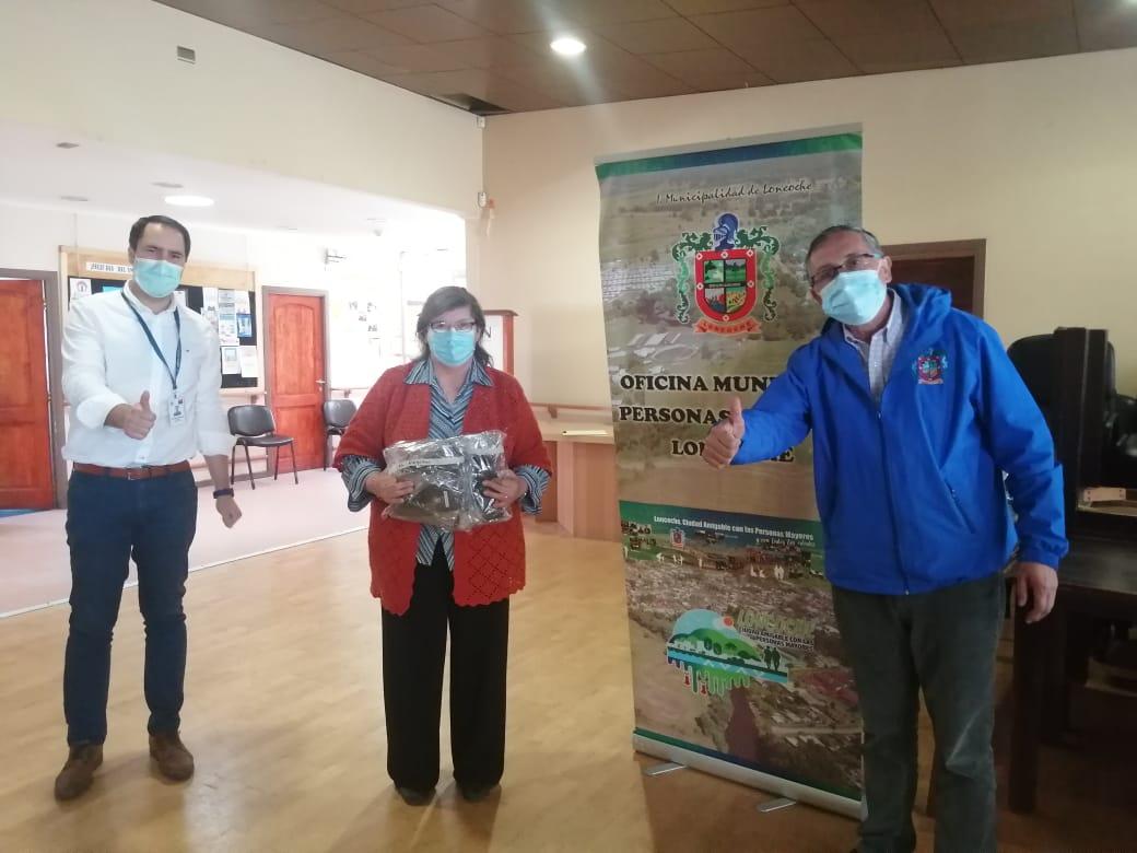 Municipalidad de Loncoche entre 3 mil mascarillas gratis a personas mayores.