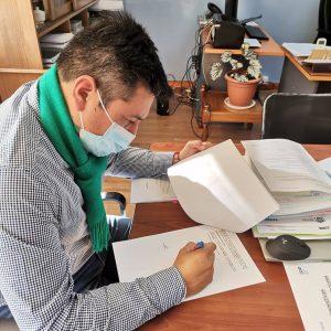 ALCALDE ALEXIS PINEDA FIRMA CONVENIO DEL NUEVO CENTRO COMUNITARIO DE CASAHUE.
